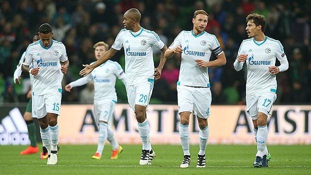 Ex-Sevilla anota golaço, Schalke vence o Krasnodar e segue 100%