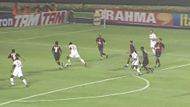 2002: São Paulo começou tomando 2 a 0 do Vitória, mas Kaká comandou virada no Morumbi