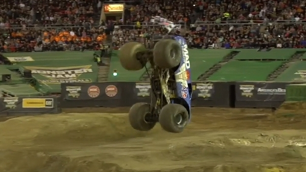 Em Las Vegas, piloto veterano aplica primeiro mortal com um Monster Truck