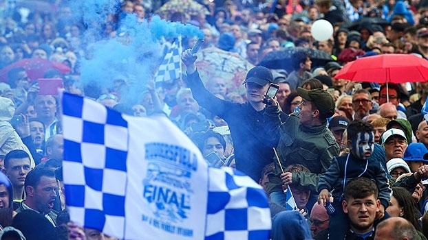 O novo conto de fadas: empurrado pela paixão de uma cidade, o Huddersfield chega à Premier League