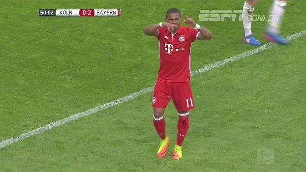 Douglas Costa sente lesão na perna, pede substituição na hora e preocupa Bayern e Tite