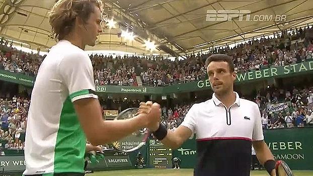 Mirando Federer, Alexender Zverev vence Roberto Bautista e avança às semis do ATP de Halle