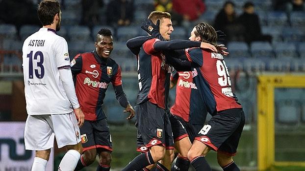 Em jogo atrasado, Fiorentina cai para o Genoa e vê 'pelotão' da frente disparar