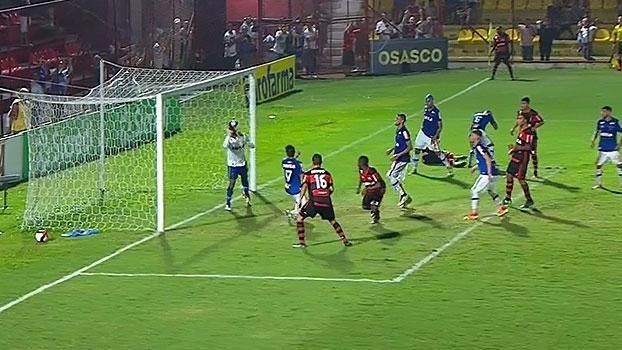 Assista aos gols da vitória do Flamengo sobre o Cruzeiro por 2 a 1!