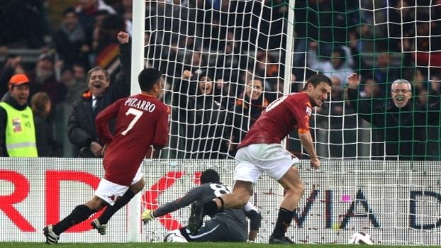 Totti fez dois e decidiu clássico para a Roma diante da Lazio em 2011