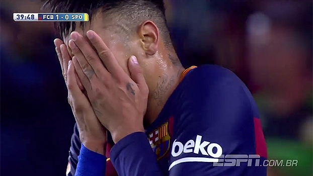 Faltando confiança? Neymar marca de pênalti, mas hesita e perde ótimas chances de gol na vitória do Barça