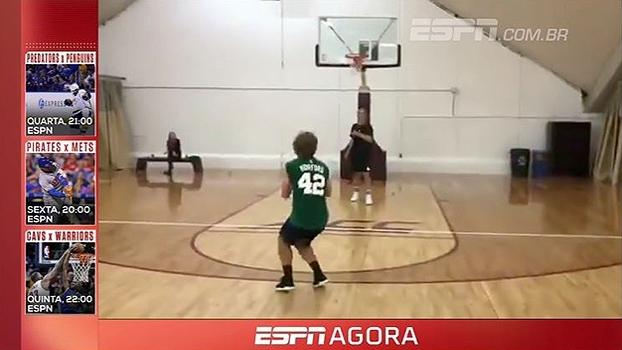 Habilidade nos pés e nas mãos; Com a camisa dos Celtics, Griezmann mostra intimidade com a bola laranja