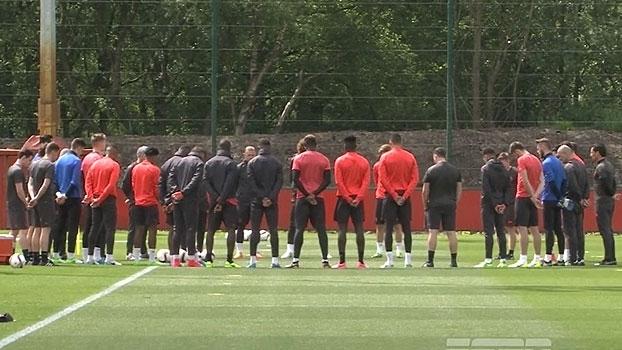 Treino do Manchester United teve um minuto de silêncio em homenagem as vítimas do terrorismo