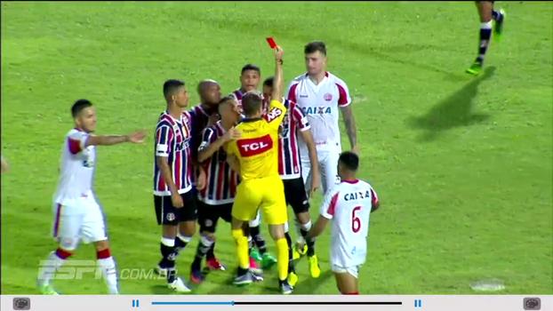 Com confusão no fim, árbitro do clássico Santa Cruz x Náutico é agredido por Derley; Sálvio analisa