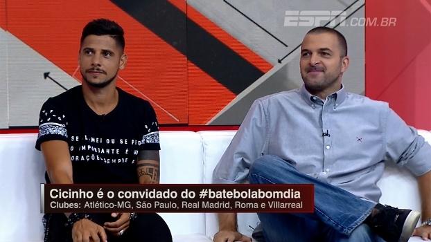 Cicinho comenta relação difícil de Ranieri com brasileiros e diz: 'Não sei como Leicester foi campeão'