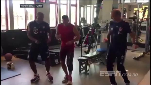 Ribery mostra seus passos de dança e te ensina como não fazer sucesso na balada