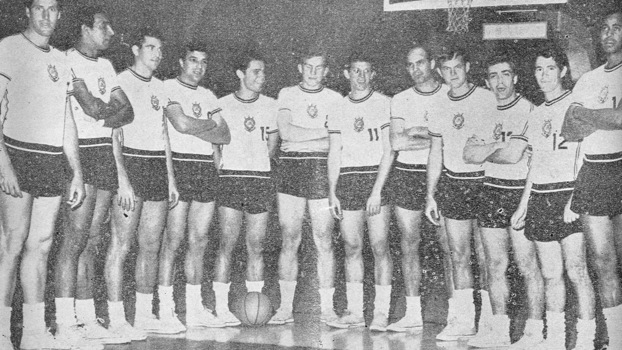 Time de basquete do Corinthians na década de 60