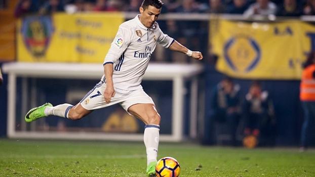 Cristiano Ronaldo mostra domínio de bola incrível após chutão; veja
