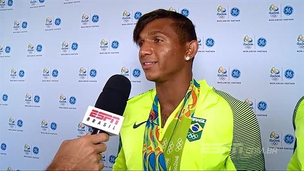 'Vim para fazer história', diz Isaquias após recorde de medalhas em uma mesma Olimpíada