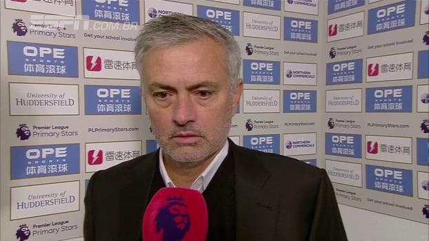 Mourinho diz que erros coletivos levaram United à derrota, mas reconhece: 'O melhor time venceu'