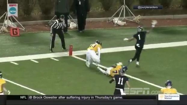 be14ede1e3bad Quarterback dá passe preciso para lindo touchdown no College Football