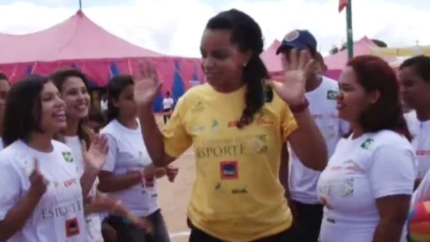 Voluntária do Caravana do Esporte, Fofão elogia atividades: 'Te disciplina'