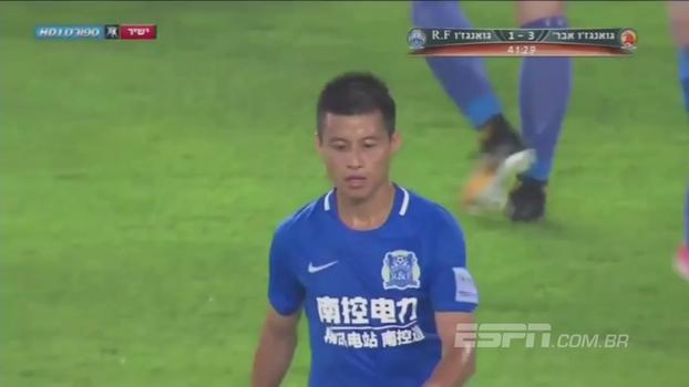 Ex-Corinthians, Zizao tem momento de fúria na Copa da China, dá duas entradas criminosas e é expulso