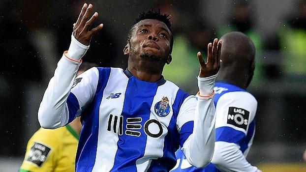 Porto perde para Paços Ferreira e vê Benfica abrir 12 pontos na liderança