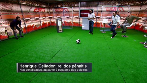 Henrique Ceifador conta como bate pênalti e, com Plihal no gol, mostra no estúdio do 'Resenha'; será que ele converteu?