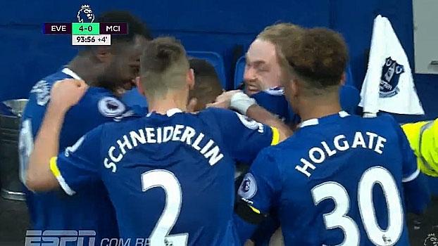 Tempo real: GOL do Everton! No fim do jogo, Lookman fica sozinho na área e marca o 4º gol do jogo