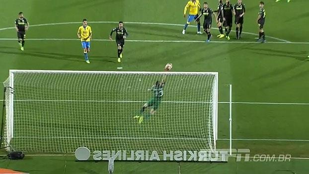 Goleiro do Villarreal 'fecha o gol' e vira destaque nas muralhas da rodada