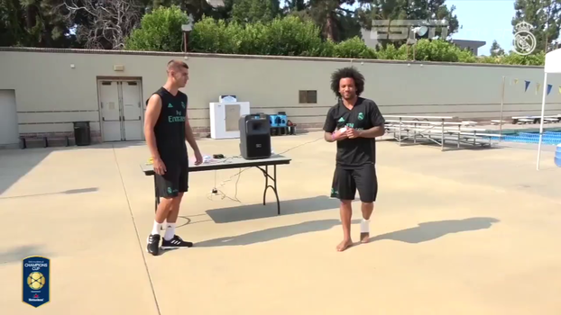 Marcelo e Morata dão show de controle com bolinha feita de... meias