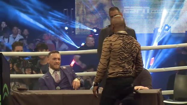 'Quando eu te destruir, vou te fazer me enfrentar numa revanche no octógono', diz McGregor a Mayweather