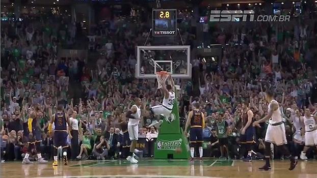 Enterradas são os destaques do top 5 do jogo entre Celtics e Cavaliers