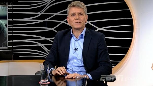 Autuori diz que adversários aprovam grama sintética do estádio do Atlético-PR