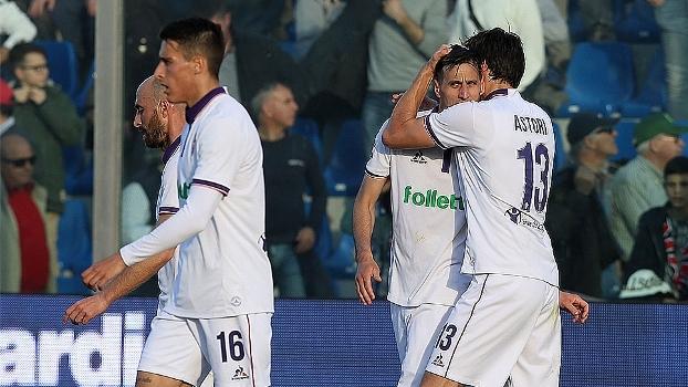 Fiorentina vence Crotone nos acréscimos e segue na cola do Milan