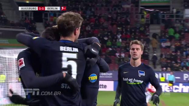 Brasileiro marca para o Augsburg, mas Hertha Berlin arranca empate no fim com gol de ex-Chelsea