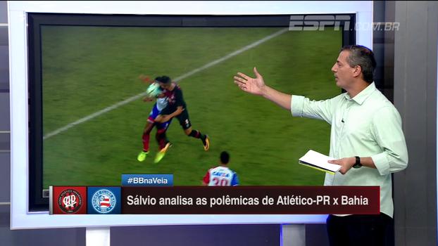 Sálvio concorda com pênalti a favor do Atlético-PR: 'O Matheus Reis está com o braço à frente'