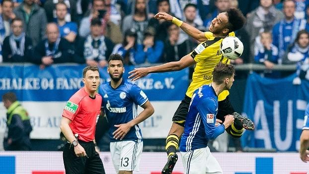 Fora de casa, Borussia Dortmund sai na frente, mas toma empate do Schalke 04 e cai na tabela