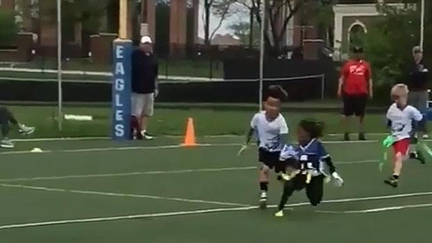 Filho de astro da NFL mostra talento e dá drible desconcertante no marcador