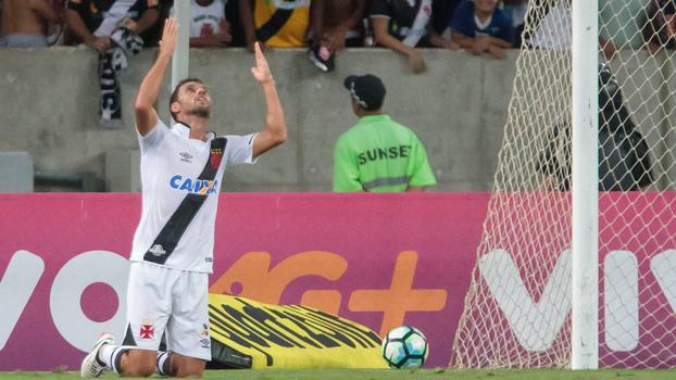 Assista ao gol da vitória do Vasco sobre o Botafogo por 1 a 0!