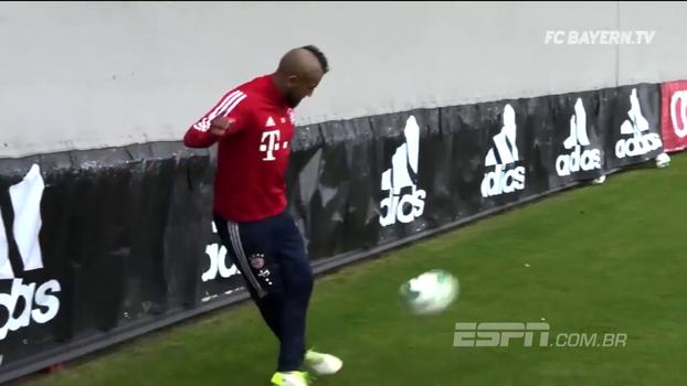 Vidal acerta letra NOJENTA e faz gol inacreditável em treino do Bayern
