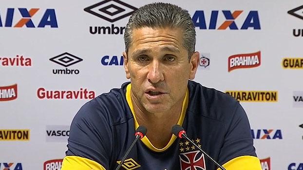 Jorginho explica porque 'tomou' o celular de Nenê no treino: 'Hora de se concentrar'