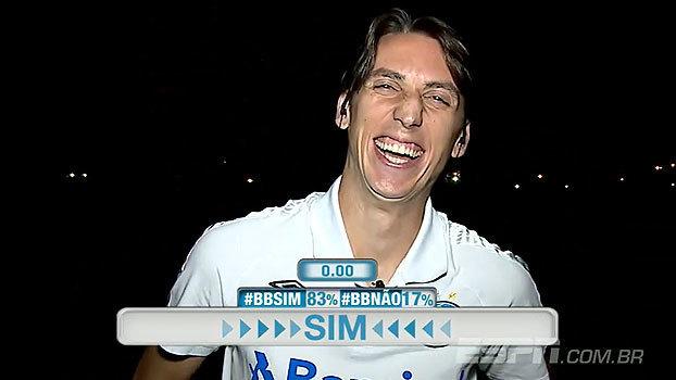 Escolhido como melhor zagueiro do Brasil em enquete, Geromel brinca: 'Liga para o Tite!'