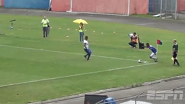 Sensacional! Jogador do Paraná aplica carretilha em adversário do Foz do Iguaçu