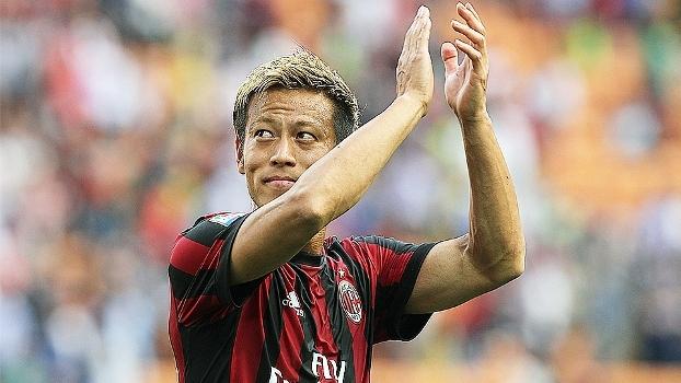 Com belo gol de falta de Honda, Milan vence Bologna em casa e volta à Liga Europa após 3 anos