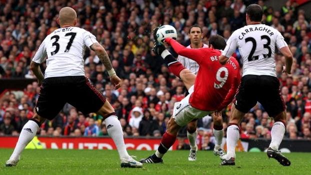 Gerrard fez dois, mas United bateu Liverpool com 'hat-trick' e puxeta de Berbatov em 2010