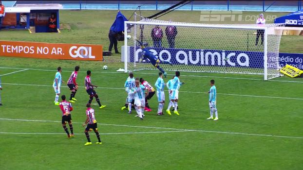 Goleiro inspirado e vento forte; veja como foi o empate entre São Paulo e Avaí na Ressacada