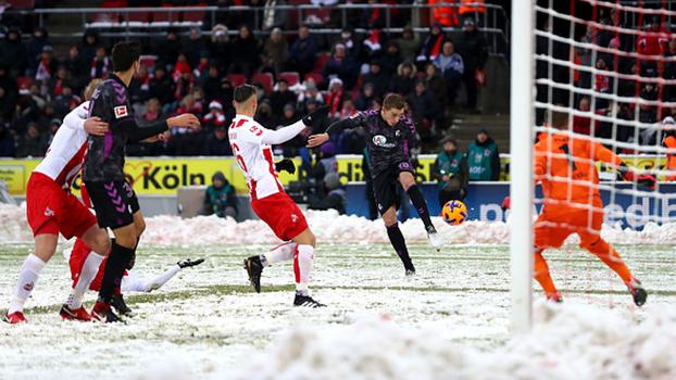 Épico! Em campo totalmente nevado, Colônia abre 3 a 0, mas toma virada com dois pênaltis nos minutos finais