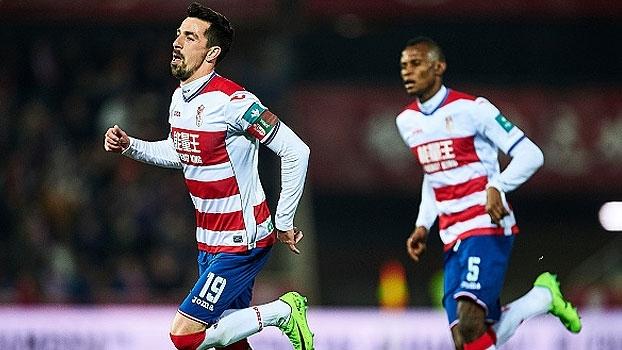 Ex-Barça marca, Granada vence o Alavés, mas segue na zona de rebaixamento