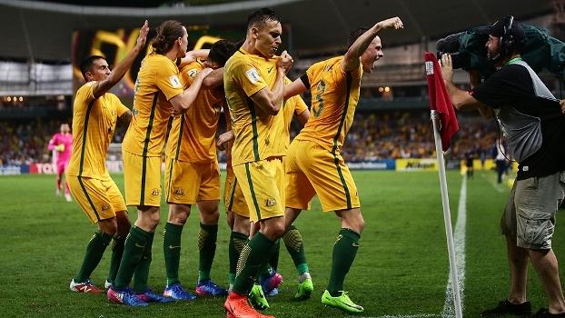 Austrália vence Emirados Árabes nas Eliminatórias e segue na zona de repescagem asiática