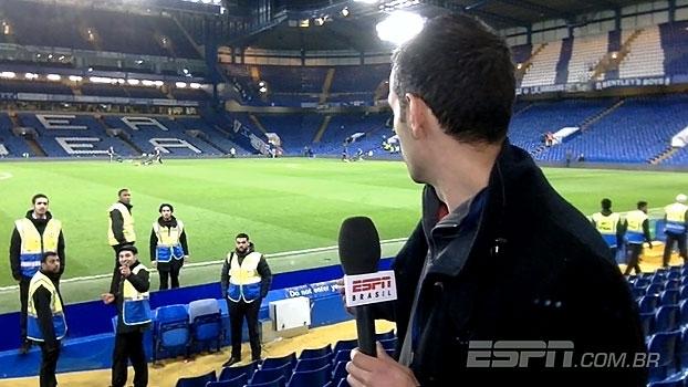 A pedidos de Sorin, João Castelo brinca com seguranças do Stamford Bridge e presencia bronca ao vivo
