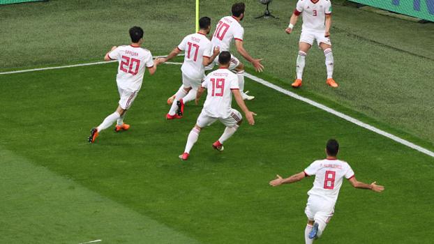 Jogadores do Irã comemoram gol da vitória sobre Marrocos 781c8015fa9d4