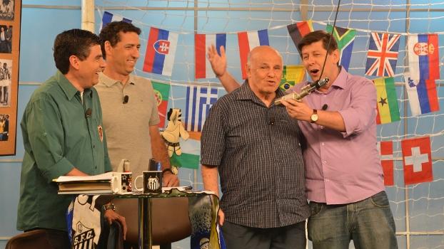 Celso Unzelte e Pepe cantam o tema do mundial de 62