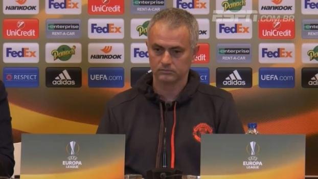 Mourinho garante que não quer Rooney fora do United: 'Nunca forçaria a saída de uma lenda'